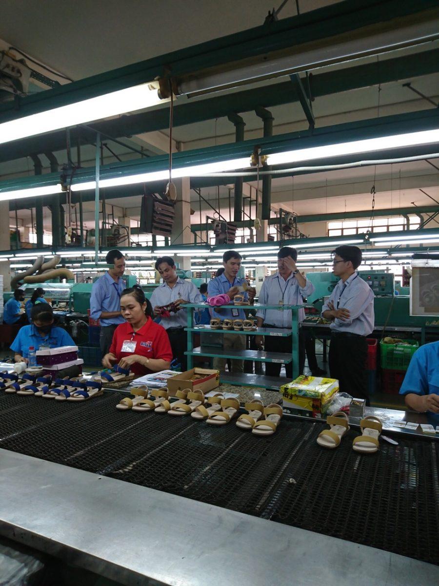 Anh 2- Đoàn Chuyên gia đánh giá tham quan nhà náy Công ty TNHH Sản xuất hàng tiêu dùng Bình Tiên tại Thành phố Hồ Chí Minh ngày 09 tháng 8 năm 2018