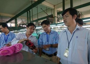 Anh 3 - Đoàn chuyên gia đánh giá phỏng vấn tại nhà máy