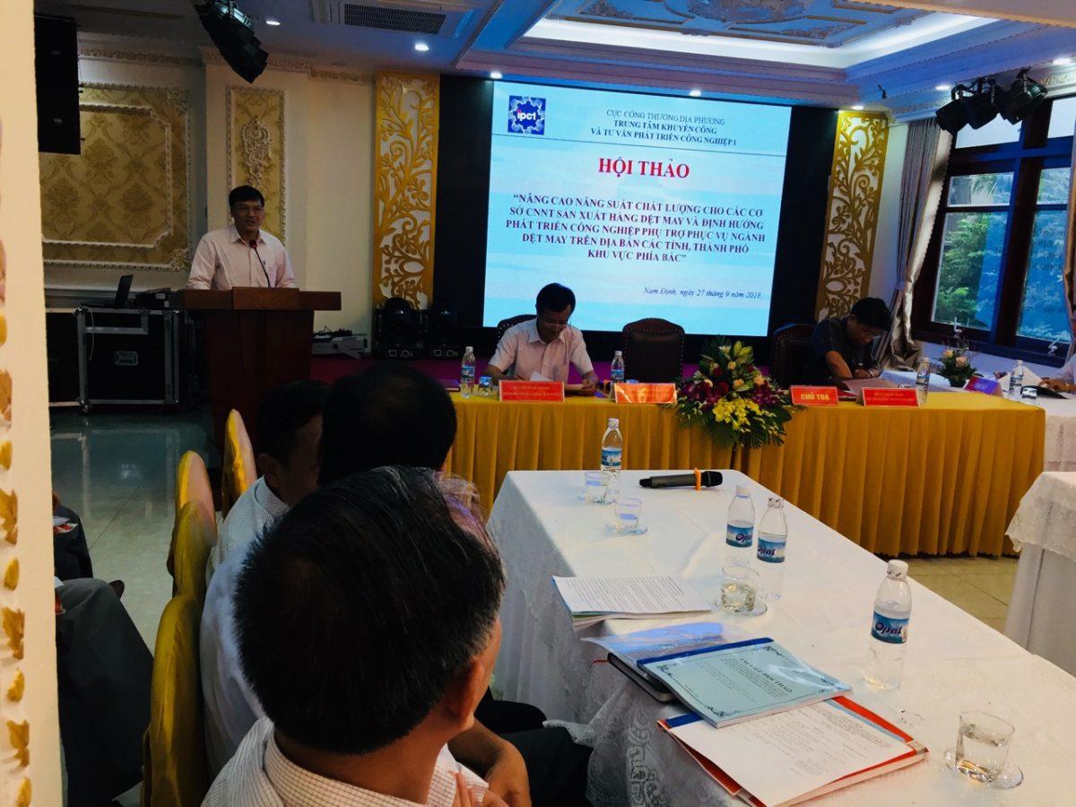 Ông Hoàng Chính Nghĩa-Cục phó Cục Công Thương địa phương Tỉnh Nam Định phát biểu khai mạc hội thảo